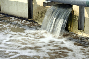 Water flowing at a waste water treatment facility. Manila, Philippines. © Danilo Pinzon / World Bank