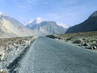Rural road in Pakistan. Photo: Curt Carnemark / World Bank
