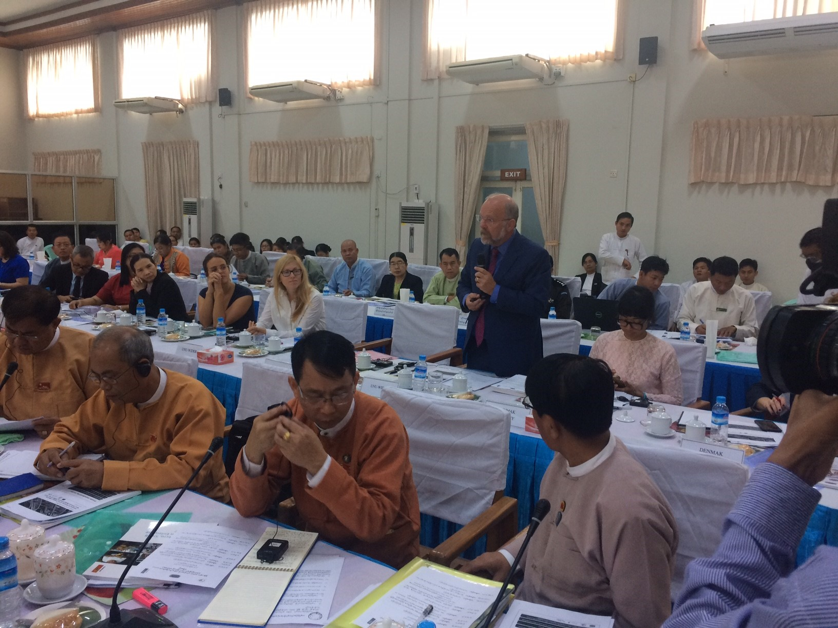 Finn Tarp speaking at survey findings ceremony in Myanmar.