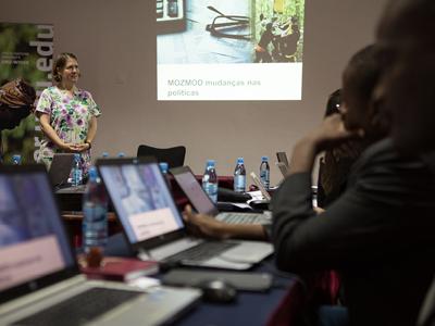 Gemma Wright presenting at MOZMOD training. Photo: UNU-WIDER
