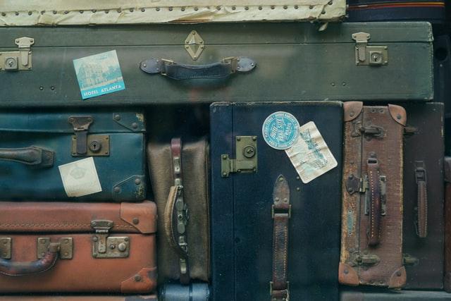 Suitcases -Unsplash / Erwan Hersy