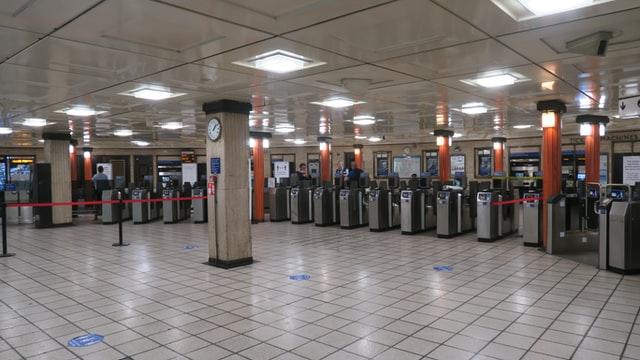 Empty airport - Unsplash / K Howard