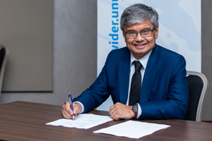 Kunal Sen signing the agreement with Norad on DRM programme November 2019. Photo: Mbuto Machili / UNU-WIDER