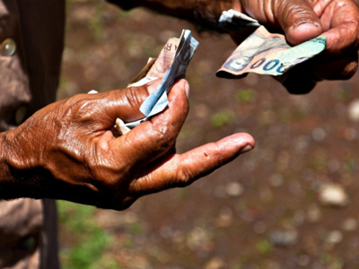 Handing over cash. Photo: Flickr/Bindalfrodo