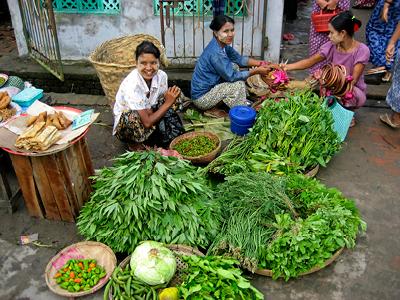 Women selling vegetables in a market in Pyapon. Myanmar. © Markus Kostner / World Bank
