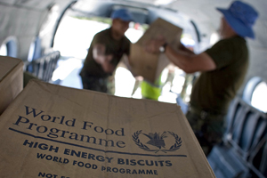 MINUSTAH distributes food supplies for flood victims © UN Photo/Logan Abassi