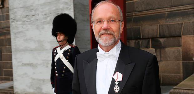 Finn Tarp honoured by Queen Margrethe II of Denmark with the Order of the Dannebrog. Photo: Klaus Møller